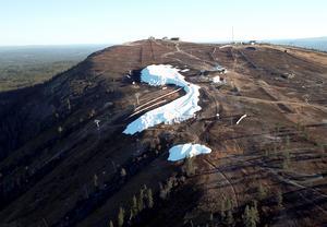 Här byggs de två första alpina nedfarterna som ska vara klara den 19 oktober.