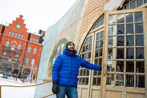 Även utanför spegeltältet, på Stortorget, händer det mycket. Ljusspel kommer att lysa upp husfasaderna runt omkring och så visas Göran Strands Jämtlandsbilder på storbildsskärm.