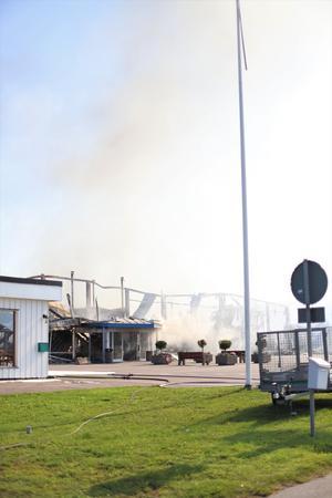 Hela byggnaden har brunnit ned till grunden.