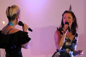 Lisa Östegren och Emma Nilsdotter ur The Real Group.