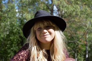 Ellinor Brodin, 22 år, från Ludvika tog under söndagen emot det Lilla Dan Andersson-priset.