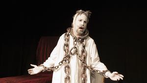 Martin Anngård som Marley i Charles Dickens