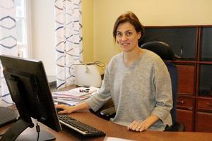 Caroline Dieker (M),  håller på att installera sig i sitt nya arbetsrum i rådhuset.