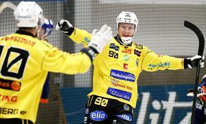 Anfallsduo Martin Söderberg och Jonas Engström stod för fyra av Brobergs totalt sju mål mot Frillesås.