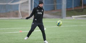 Johansson konsumerar mycket fotboll på sin fritid, när han inte pluggar eller hänger med vänner, och tittar mycket på spelare som Kevin de Bruyne, Xavi och Andrés Iniesta. Den tidigare AIK-spelaren Kristoffer Olsson är också någon han ser upp till.