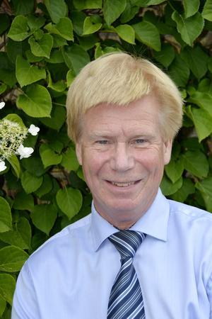 Rodney Engström vill värna om Sverige som nation och bevara traditioner, bland annat Svenska kyrkans. Han har jobbat för att bygga upp nationaldagsfirandet i Sundsvall och suttit som kyrkopolitiker i GA församling.