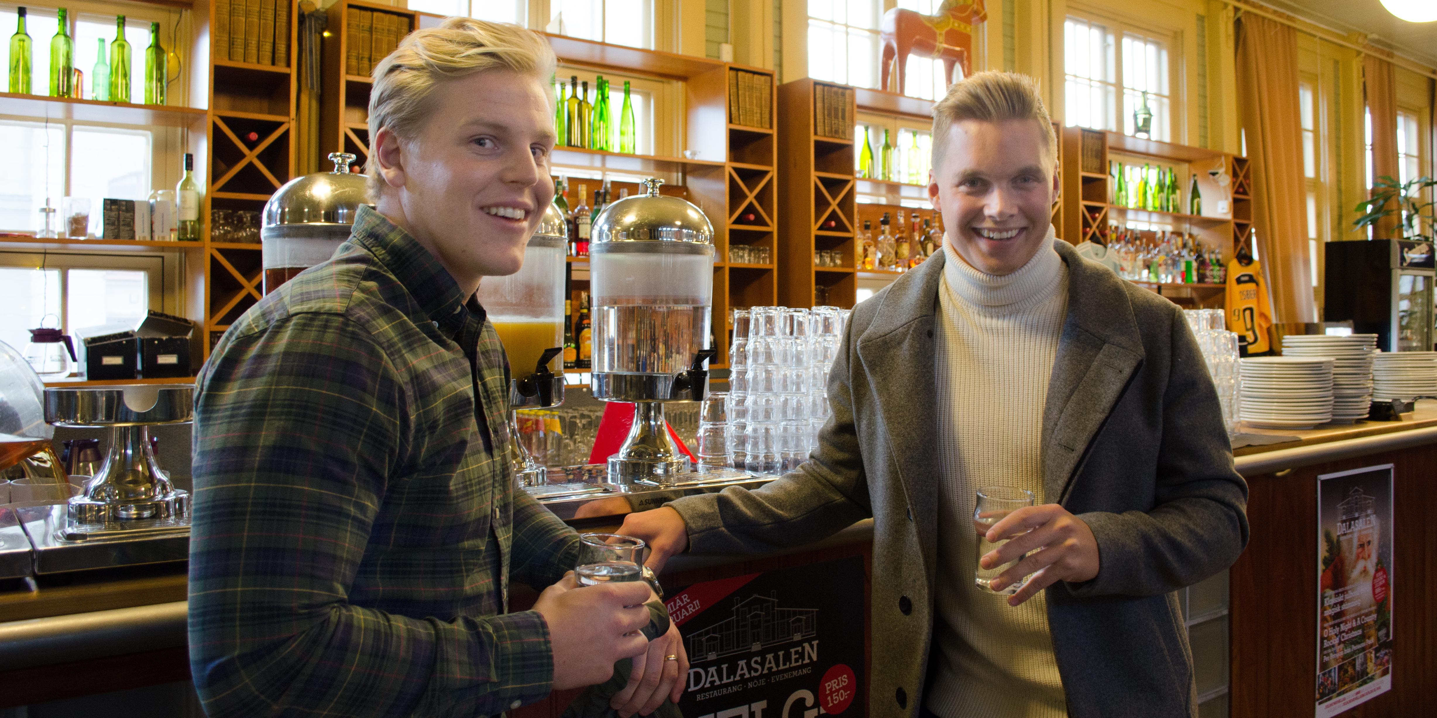 Oskar Ståhlberg och Linus Karlsson driver företaget Dalarnas Takmontage.