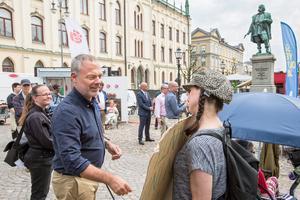 Liberalernas ledare Jan Björklund EU-talade bara 50 meter bort när Extinction Rebellion genomförde sin aktion.