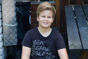 Simon Nordgren, 10, går i årskurs 5. Han anser att det är bra att det nu ska renoveras i byggnaden..