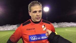 Niklas Wenderyd blev skadad och kunde inte avsluta matchen.