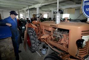 Gunnar Hellkvist på Sala traktormuseum i Kumlaby 2003. Foto: Kenneth Hudd/VLT:s arkiv