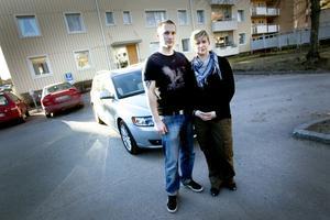MISSNÖJDA. Marie Nord och Stefan Anderssons bilköp blev inte vad de tänkt. Nu vänder de sig till Allmänna reklamationsnämnden (ARN).