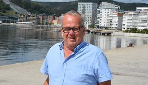Kalle Nordin fyller 72 år i höst men älskar sitt jobb som materialare för Modo Hockey.
