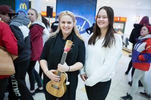 Linnea Sandahl, 17, och Moa Morell, 17, sjöng varsin låt när Idol besökte Kupolen.
