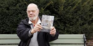 Anders Westman växte upp i Västerås men flyttade till Sala på 1980-talet. Nu har han släppt sin biografi Raggarlivet 1960-70 i Västerås.