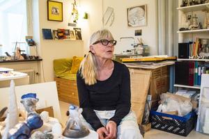 Konstnären Annika Persson har sin ateljé på Härke konstcentrum.