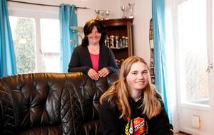 Mamma Anki Jansson ställer upp på Tova Janssons alpina intresse, liksom pappa Björn.
