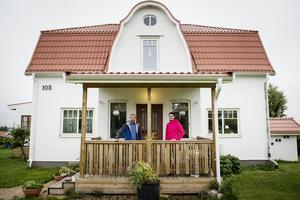 Jakten på det perfekta huset i Söråker pågick i flera år och för ett år sedan hittade familjen Wiklund/Magnusson drömhuset – ett vitt stenhus med gammal charm och havsutsikt.