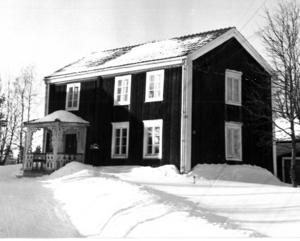 Om detta hus finns inget noterat i ÖP:s arkiv, inte heller när bilden är tagen.