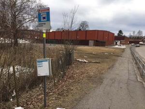 Hållplatsen vid Lekebergsskolan försvinner i juni eftersom det inte längre finns några elever som åker med linjetrafik. Resenärer får kliva på vid hållplatserna Storgatan eller Kyrkvägen.