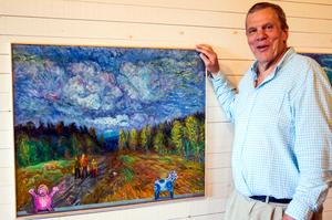 """En egen pokemon, en dalahäst, människor som strävar under en dramatisk himmel. """"Jag vill måla luften"""" säger Tomas Holst."""