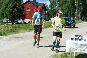 Jonas Henning , Sundsvall och Jonas Ejenstam, Stockholm, var de enda som sprang hela sträckan allena i