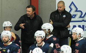 Conny Grundström (till höger) är tillbaka i Sura Blue Hammers. Efter att ha assisterat Joakim Lundholm (till vänster) i ett par år ska han nu kampera ihop med Jarno Pikkarainen.