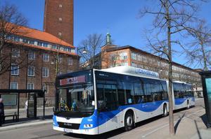 Sen har vi detta med trängsel på bussarna. Den skulle minska betydligt om servicelinjerna åter togs i bruk.