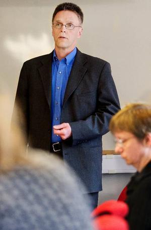 """""""Att det blev just Frösön beror bland annat på att vi har ett hyreskontrakt som sedan tidigare är uppsagt. På andra platser har vi hyreskontrakt som sträcker sig ytterligare fyra år"""", säger Robert Stenbom, chef för Statens institutionsstyrelses norra region."""