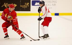 Hedemora Marcus Alfredsson och Faluns Elias Willman-Pettersson i en duell.