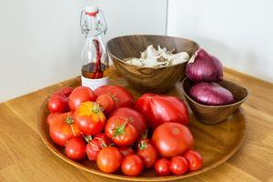 Egna tomater och anda grönsaker från trädgården.