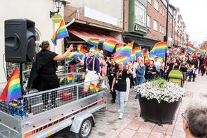 Bild från gågatan under fjolårets Prideparad.