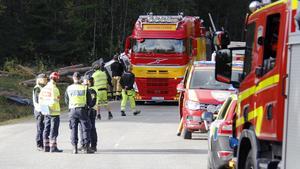 Timmerbilen välte av vägen i Sandnäset i närheten av Gimåfors, men förarens liv gick inte att rädda.