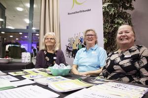 Reumatikerförbundets Agneta Gustavsson, Britt-Louise Andersson och Ewa Andersson hoppas värva både reumatiker och andra till förbundet.