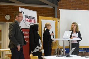 Gymnasieläraren Torbjörn Forsberg, eleverna Lul Ahmed och Carolina Gustavsson och samtalsledaren Lena Reyier diskuterade hur det är att vara ung i Dalarna.