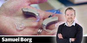 NA:s reporter Samuel Borg har lätt för att sympatisera med den grupp länsbor som tvingas stå i kö för att få hörapparat vid USÖ.