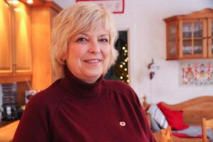 Maria Oskarsson är ursprungligen från Buska men bor i dag i Horndal. Hon brukar promenera till föräldrarna i Buska ibland, med  klinten som genväg bland skog och mark.