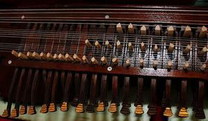 Leklådan, delen på nyckelharpan där nycklarna sitter, var svårast att tillverka menar Sven-Erik Håkansson.