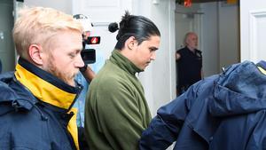 Mohammad Rajabi är dömd till 14 års fängelse. Här leddes han in i Svea hovrätt under den första rättegångsdagen i höstas.Foto: Alexander Larsson Vierth / TT