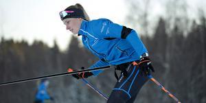 Sanna Näslund laddar inför VM–kval nu under hösten. Bilden är tagen i vintras när hon tränar i spåren.