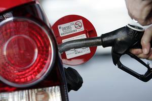 Ska vi åka miljövänligt så anser jag att vi ska åka hybrid med diesel eller bensin, skriver signaturen