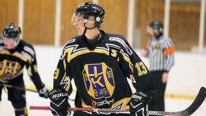 I Roslagen är Fabian Stigberg ett namn som är hårt sammankopplat med hockey – inte minst efter alla säsonger i Norrtälje IK. Numera spelar han i Hallsta IK.