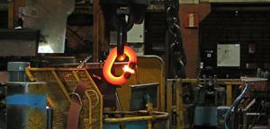 Bilden togs tidigare i år när tillverkningen av den grova ankarkättingen pågick.