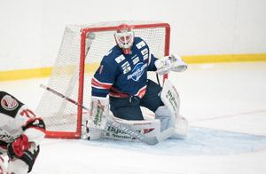 Oliver Dackell och ÖHF stod för en fin insats borta mot SK Lejon i hockeyettans fortsättningsserie. Oliver Pihlström avgjorde med sitt 3–2-mål i tredje perioden och Dackell räddade 36 skott totalt.