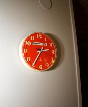 Den orange klockan är Henriks favoritdetalj.