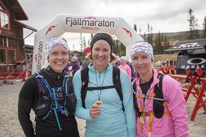 Från Vänster: Malin Lingell, Christine Grafström och Frida Maistedt. Tjejerna från Sundsvall sprang Vemdalens Fjällmaraton för första gången. Det värsta var den långa backen uppför. Det bästa var mellanpartiet, miljön, utsikten och den glada och peppande stämningen hos publiken.