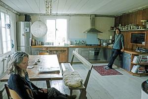 Köket som är en salig blandning av gammalt och modernt i huset i Torsåker.