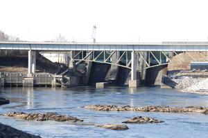 Vattennivåerna vid kraftverken är noggrant reglerade i vattendomarna.