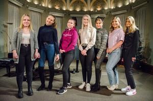 Här är alla som hade chansen att bli Medelpads lucia – Felicia Ramström, Thelma Ericsson, Ida Jonsson, Thea DeWall, Zanna Hellström, Caisa Forsberg och Alice Uppling.