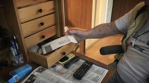 Ungefär tre veckor efter vinsten, upptäckte Sture att pengarna var borta. Kvar i lådan i sekretären låg bara det tomma kuvertet.
